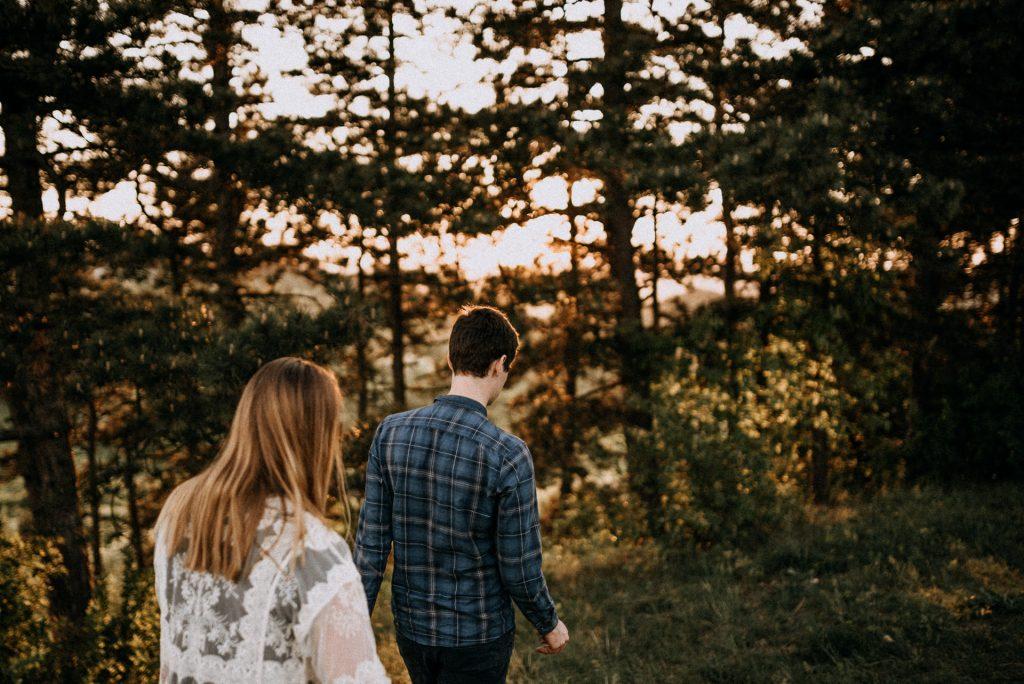 jegyes engagement couple par erdo firest pine fenyo naplemente sunset