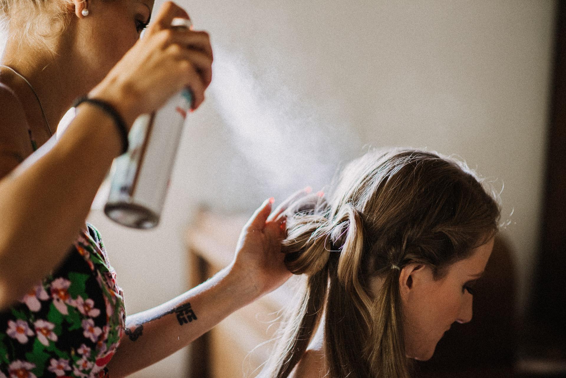 keszulodes fodrasz getting ready bride hairdresser tattoo