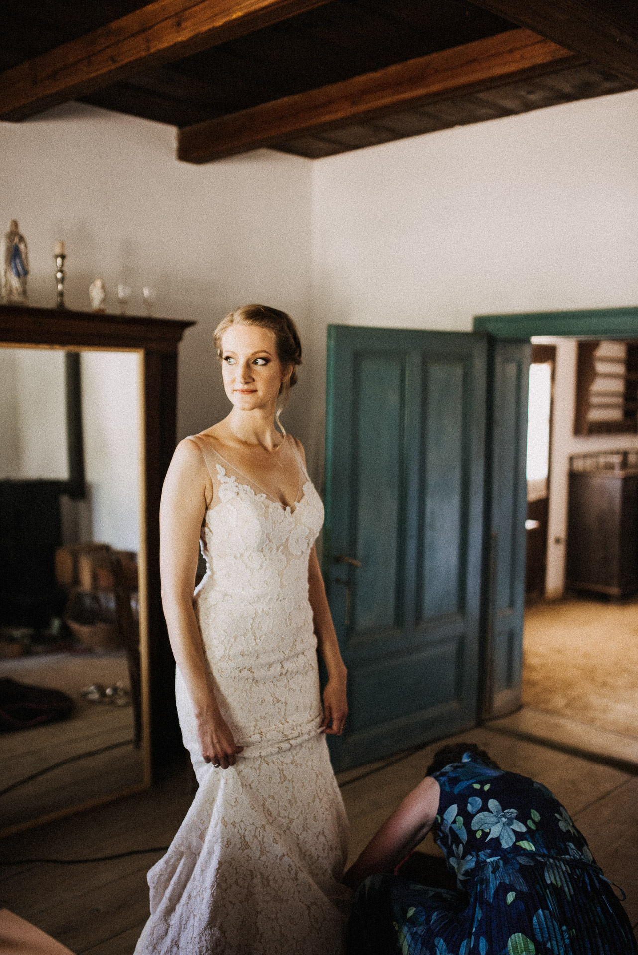 keszulodes getting ready bride menyasszony