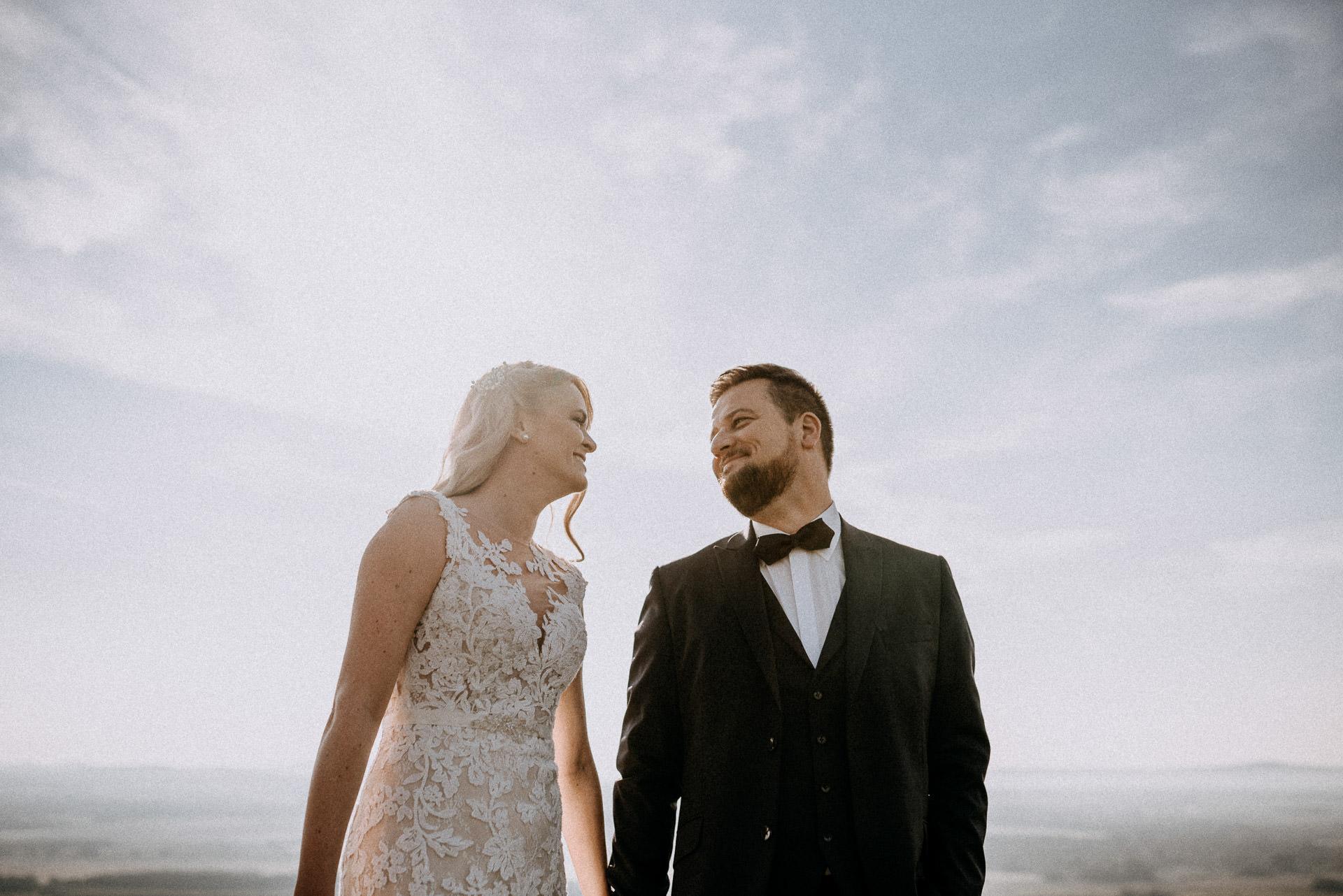 volegeny menyasszony mosoly kezen fogva