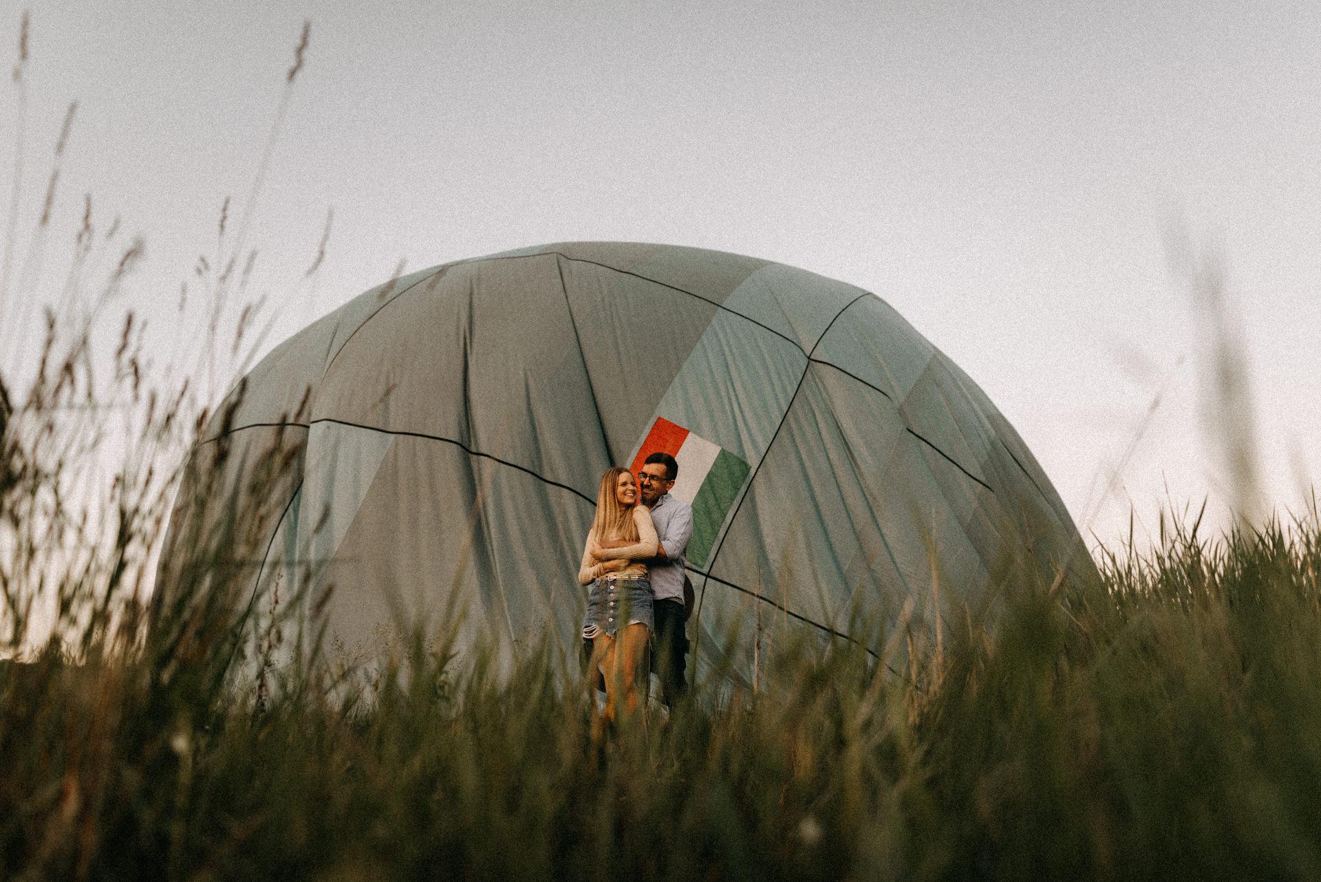 holegballon jegyes fotozas air baloon engagement session