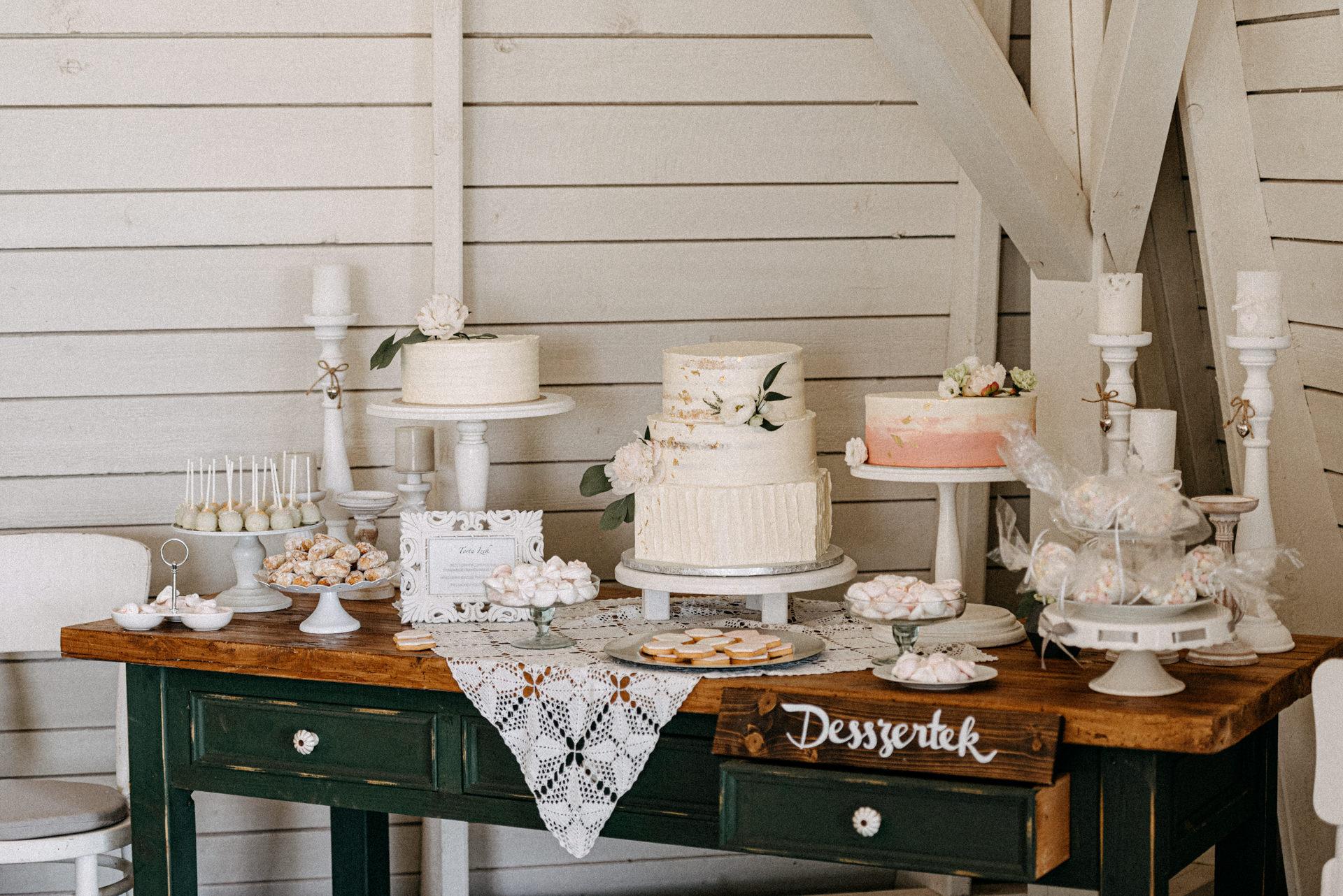 baberliget kuria eskuvo desszert desszartasztal sutemeny torta
